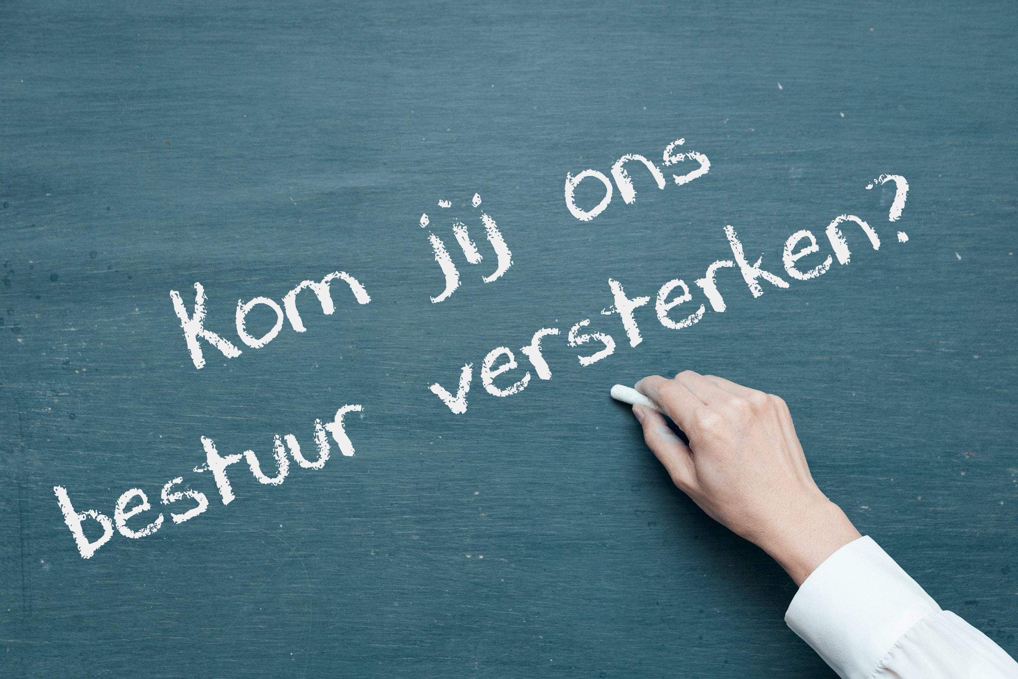"""<span class=""""urisp-layout3-title urisp-layout3-title-946""""><a class=""""urisp-layout3-link urisp-layout3-link-946"""" href=""""https://www.hartenlongtransplantatie.nl/2020/07/07/bestuursleden-gezocht/"""" target=""""_blank"""">Versterking bestuur</a></span><span class=""""urisp-layout3-desc urisp-layout3-desc-946"""">Kom jij ons bestuur versterken?</span>"""
